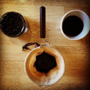 Coffee brewed with Nell drip 300x300 - 土居珈琲のグァテマラは口コミ通りおいしいのか感想を正直に述べる