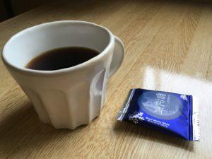 IMG 7952 300x225 - 【中評価】ファミリーマートのバウムクーヘンはコーヒーを選ぶお菓子