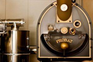 土居珈琲では世界最高峰の焙煎機「プロバット」を使用
