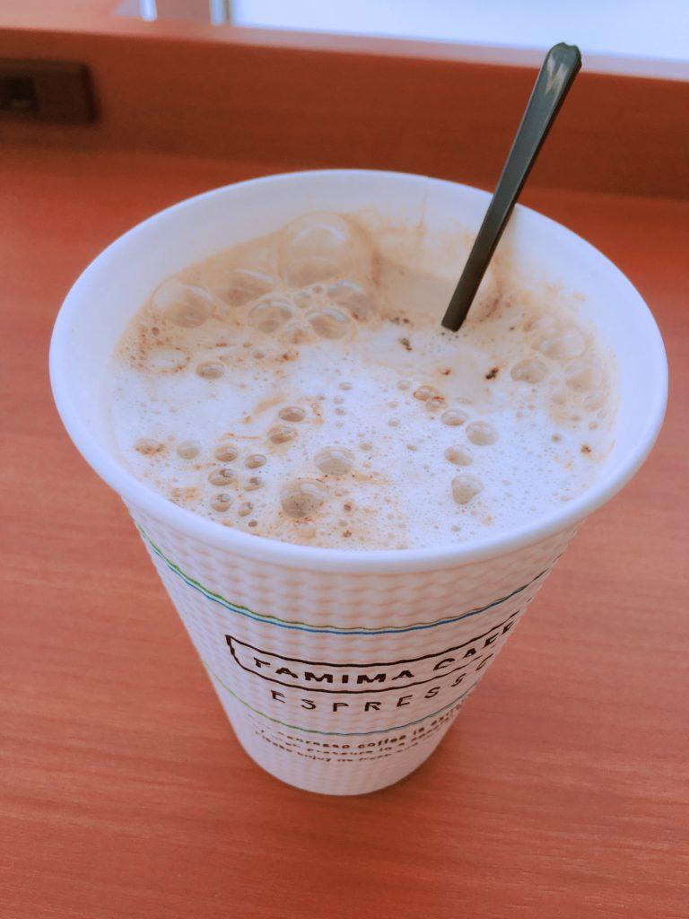 Family Mart houjicha latte6 768x1024 - 【新発売】ファミリーマートのほうじ茶ラテを飲んでみた。隠し味の黒糖感や風味を徹底レビュー