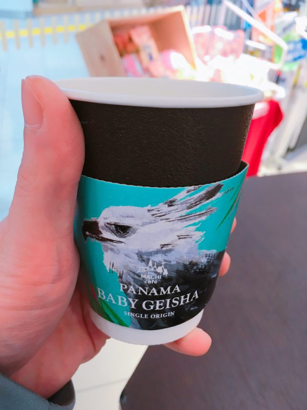 lawson machicafe geisha2018 600x800 - ローソン・マチカフェ「パナマベイビーゲイシャ」新登場!コンビニコーヒー史上最高価格の風味とは!?