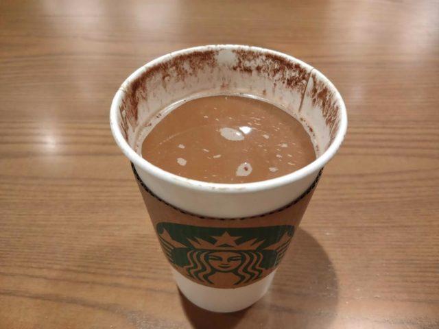 ホイップクリームが溶けた抹茶ティーラテ