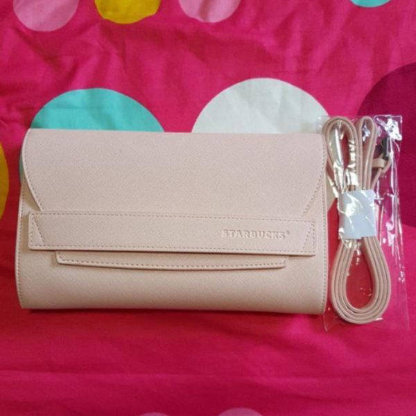 679274803 600x600 - スタバ「ピンクのロゴ入りクラッチバッグ」がおしゃれで可愛い!値段は?