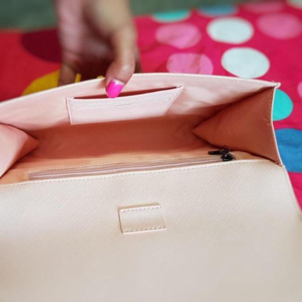 679274869 600x600 - スタバ「ピンクのロゴ入りクラッチバッグ」がおしゃれで可愛い!値段は?