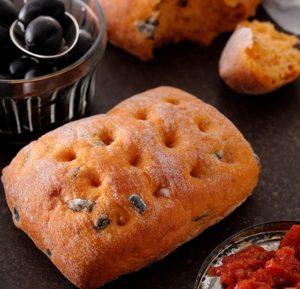 member 07 300x289 - スタバ新作フード「ブラックオリーブ トマトブレッド」ピザのような風味香る高級パン