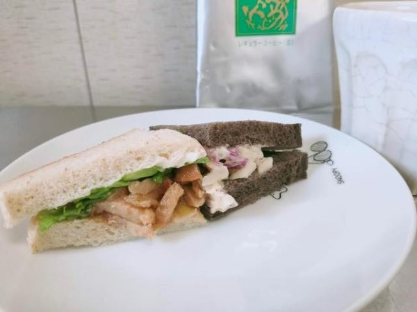 テリヤキチキン&ベーコンコールスローサンドイッチ