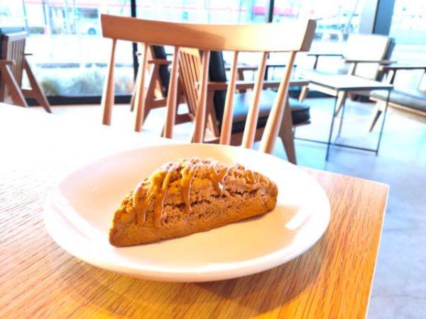 th Caramel toffee scone 1 600x450 - スタバ新作クリスマスフード11品の感想|2020年ホリデー発売