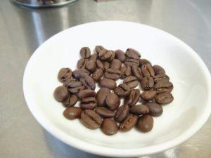 土居珈琲では割れたり欠けたりしている欠点豆が一切ない