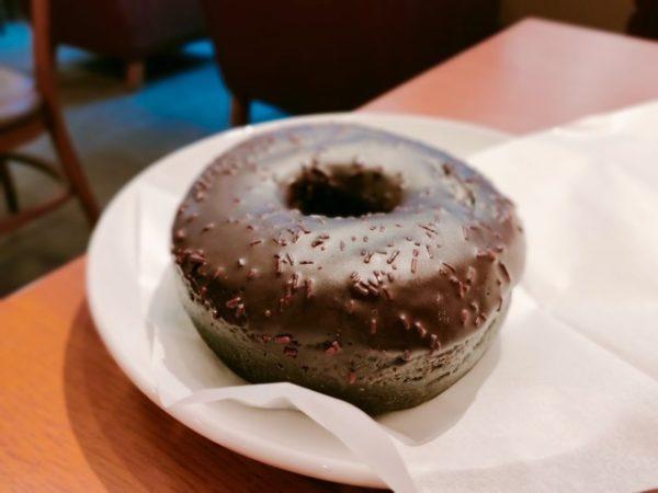 Starbucks chocolate cream donut 1 600x450 - スタバ新作フード6品の感想|2020年12月26日発売