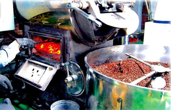 th Charcoal roasting 600x387 - コーヒー豆の種類や味の違い|お気に入りの豆を探すたった1つのコツ