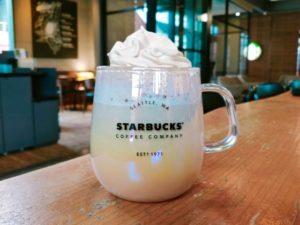 th Starbucks Coffee Cream White Mocha 1 300x225 - スタバのミルクを豆乳・ブレべ・無脂肪乳に変更するカスタマイズと歴史も解説