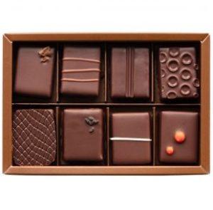 th bonbon chocolat box 8p 310x305 1 300x295 - スタバとグリーンビーン トゥ バー チョコレートのコラボ商品が登場!