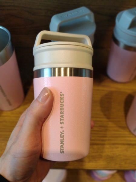 スタバ新作グッズのSTANLEY桜ピンクタンブラーの写真