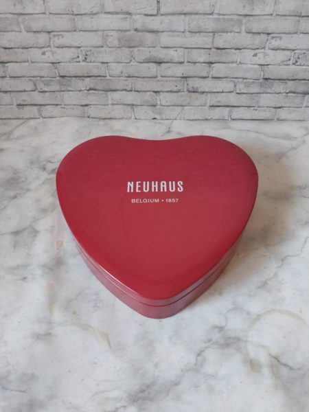 ノイハウスのチョコレートの容器