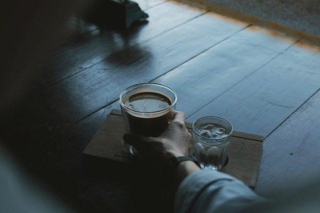 コーヒーを飲み過ぎるとカフェインの弊害も